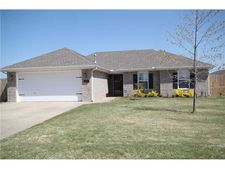 485 Benton Dr, Pea Ridge, AR 72751