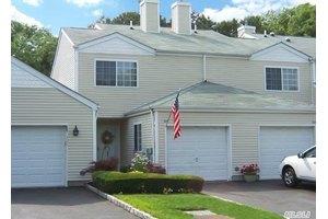 319 Prairie Ct, Manorville, NY 11949