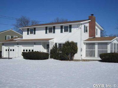 98 Huckleberry Ln, Syracuse, NY