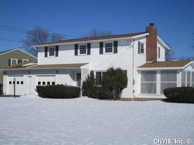 98 Huckleberry Ln, Syracuse, NY 13219