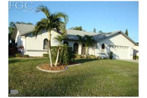 427 SE 32nd St, Cape Coral, FL 33904