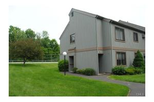 17 Stony Hill Vlg, Brookfield, CT 06804