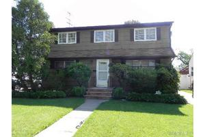 605 Midvale Ave, East Meadow, NY