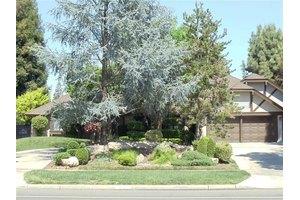 332 E Audubon Dr, Fresno, CA 93720
