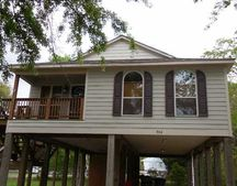 906 13th St, Pascagoula, MS 39567