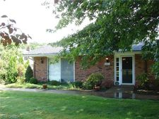 8583 Tanglewood Trl, Chagrin Falls, OH 44023