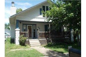 906 E 15th Ave, Winfield, KS 67156