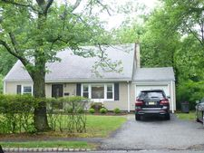 51 Woodcrest Dr, Livingston, NJ 07039