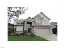 437 Augustus Dr, Highland Heights, OH 44143