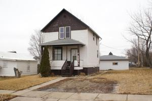 619 S High St, Aberdeen, SD 57401