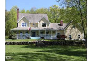 29 Christian Ln, Brookfield, CT 06804