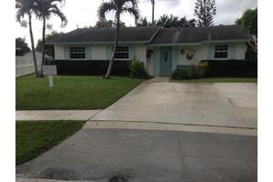 10184 Sleepy Brook Way, Boca Raton, FL 33428