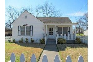 204 S Mill St, Winnsboro, TX 75494