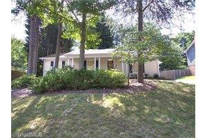 5323 N Oaks Dr, Greensboro, NC 27455