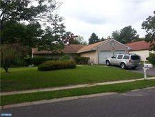 9 Arbor Meadow Dr, Sicklerville, NJ 08081