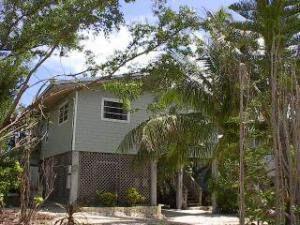 27326 Cayman Ln, Summerland Key, FL