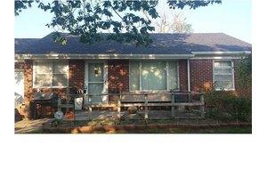118 S Ward Pkwy, Haysville, KS 67060