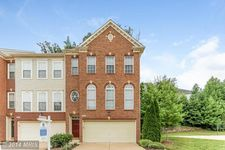9130 Cook Inlet Dr, Fort Belvoir, VA 22060
