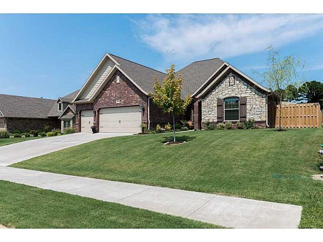 1317 w magnolia st rogers ar 72758 home for sale and real estate listing