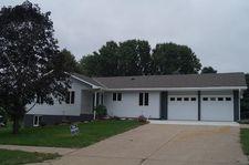 831 Maple Crest Dr, Nebraska City, NE 68410