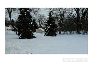 2036 Chatsworth St N, Roseville, MN 55113