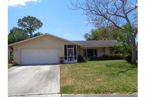 4681 Blue Pine Cir, Lake Worth, FL 33463