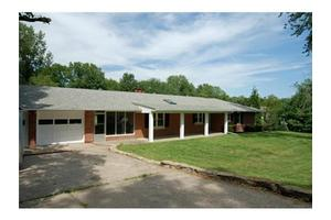 8402 NW Hilltop Rd, Parkville, MO 64152