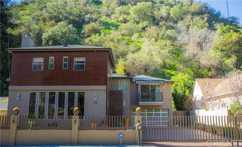 1521 Benedict Canyon Dr, Beverly Hills, CA 90210