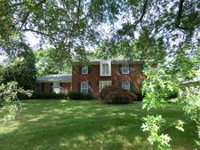 2420 Chattesworth Ln, Louisville, KY 40242