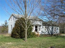 523 State Line Rd, Pierpont, OH 44082