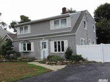 66 Old Farm Rd, Levittown, NY 11756