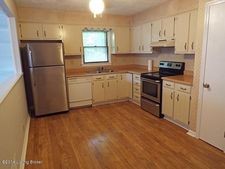 5600 Wooded Lake Dr, Louisville, KY 40299