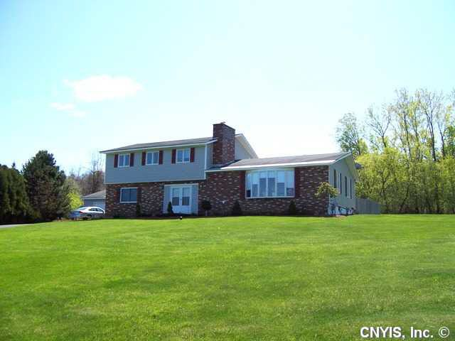 2732 W Foxhill Ln, Camillus, NY 13031