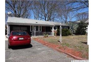 815 Woodwild Dr, Point Pleasant, NJ 08742