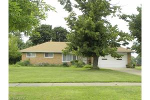 26685 Sandy Hill Dr, Richmond Heights, OH 44143