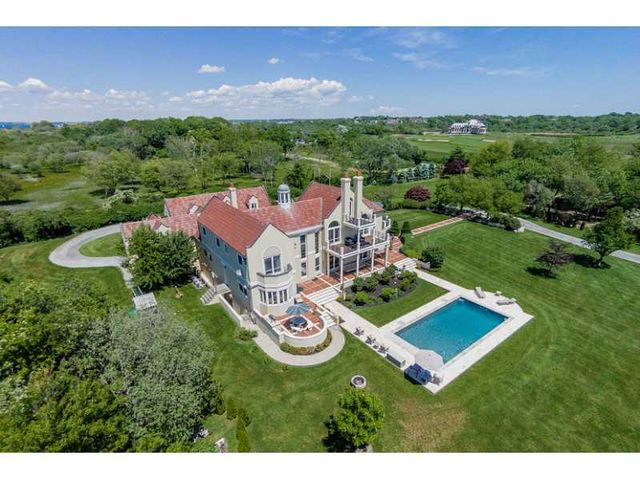 1 Castle Hill Ave, Newport, RI 02840