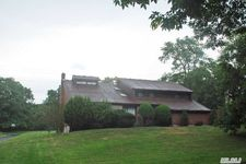 5 Windsor Gate Dr, Dix Hills, NY 11746