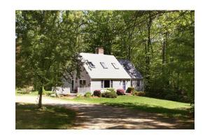 212 Ash St, West Newbury, MA 01985