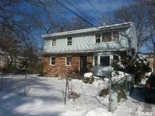 39 N 16th St Apt 1, Wyandanch, NY 11798