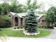 7285 Hiddenbrook Ln, Bloomfield Hills, MI 48301