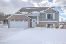 428 Greenview Dr, Caledonia, MI 49316