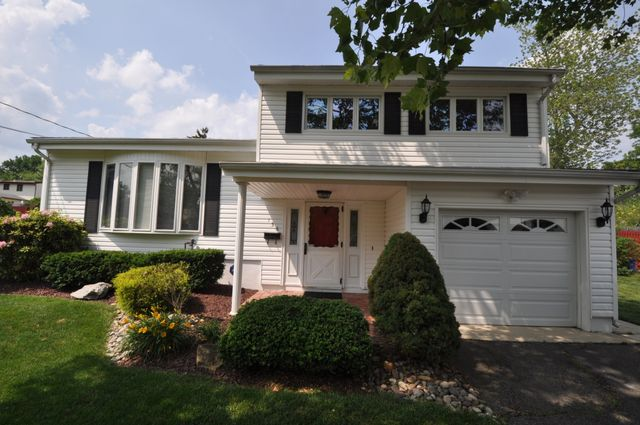 156 cindy st old bridge nj 08857 home for sale and for Kitchen cabinets 08857