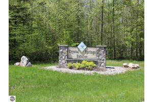 Sweetwater Dr, Cadillac, MI 49601