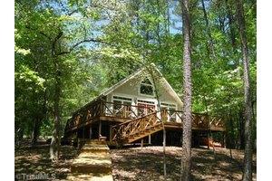 695 Emerald Shores Rd, Mount Gilead, NC 27306