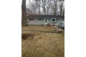 832 W Shore Blvd, Sheffield Lake, OH 44054