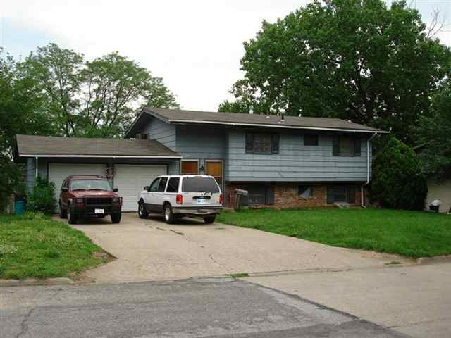 2440 Cedarwood Ave, Lawrence, KS 66046