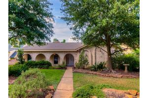 11426 Ash Creek Dr, Houston, TX 77043