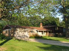 4027 Iverness Ln, West Bloomfield Township, MI 48323