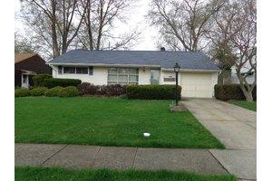 6542 Kenbridge Rd, Parma Heights, OH 44130