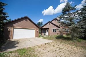 9525 Tall Oaks Ln, West Olive, MI 49460